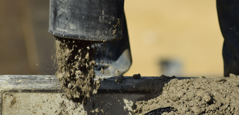 https://www.accubuildconstruction.co.uk/wp-content/uploads/2019/10/concrete-pump-2222450_1920-1.jpg