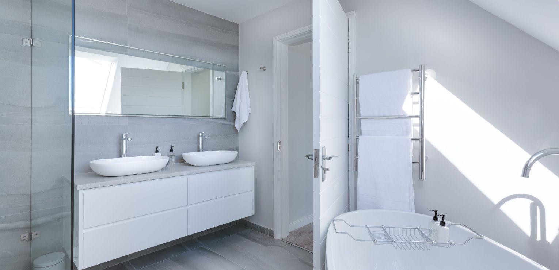 https://www.accubuildconstruction.co.uk/wp-content/uploads/2019/10/modern-minimalist-bathroom-3115450-1.jpg